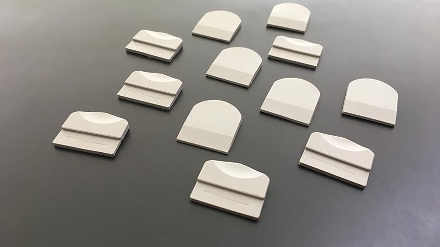 Белые каучуковые этикетки