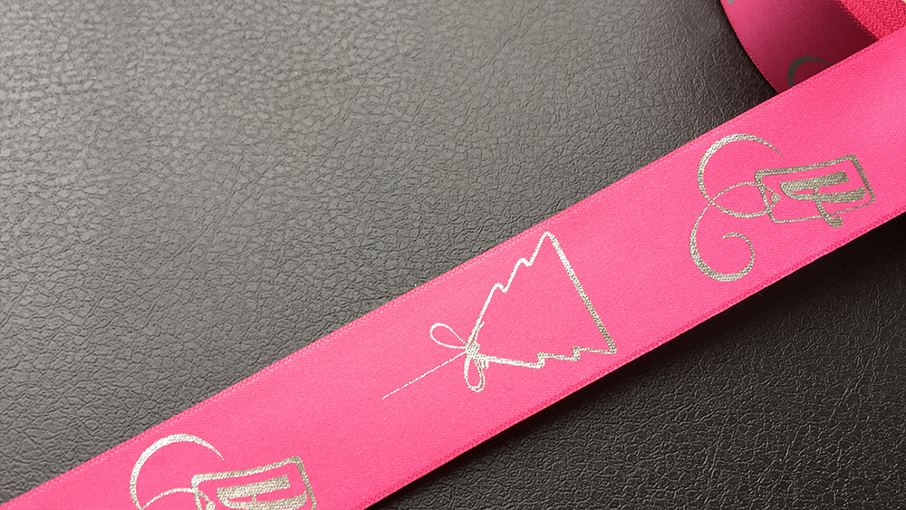 Розовая лента с логотипом