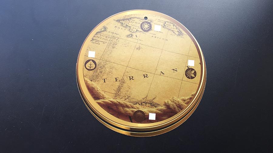 Карта ярлык на одежду глобус